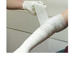 BENDA MEDICATA PRONTOZINK CUMAR IN GARZA IDROFILA CON OSSIDO DI ZINCO 10X500CM - Farmafamily.it